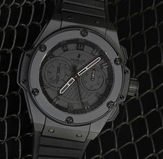 Black on black and bold as hell! I want this Hublot Big Bang King Watch all for myself! Fancy Watches, Expensive Watches, Most Expensive, Luxury Watches For Men, Hublot All Black, Hublot Classic Fusion, Hublot Watches, Leather Watch Bands, Beautiful Watches