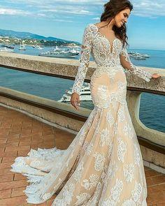 { Via: @chadenoiva } Começando o dia com esse vestido deslumbrante. Renda hiper maravilhosa e amei esse modelo!! . . . ❤ #princesa #princess #rainha #dream #dress  #dresses #vestidosdefesta #vestidodenoiva  #noiva #noivas #bride #bridal #brides #weddingphoto #weddingday #wedding#weddings #weddingdress #weddingphotography #weddingphotographer #fashionista #fashionweek #fashiondress  #l4l #sonho #luxury #زفاف #weddingideas#desejodasnoivas