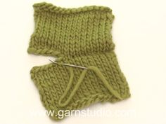 How to sew parts together in invisible mesh stitch (tutorial video), Waiting for snow headband / DROPS - free knitting patterns by DROPS design. Aran Knitting Patterns, Baby Cardigan Knitting Pattern, Easy Knitting, Shrug Pattern, Drops Design, Crochet Baby Poncho, Knit Crochet, Drops Baby, Baby Design