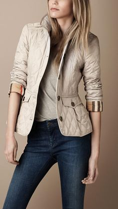 Burberry - FITTED QUILTED JACKET- in Navy, love it
