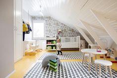 Kuvagalleria: Kolmihenkinen perhe osti vajaa pari vuotta sitten vuonna 1957 rakennetun paritalon puolikkaan Oulun Höyhtyältä ja uudelle kodille tehtiin perusteellinen remontti ennen muuttoa.