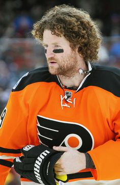 Scott Hartnell - Philadelphia Flyers - NHL Players Poll: Most Needs A Haircut - Photos - SI.com