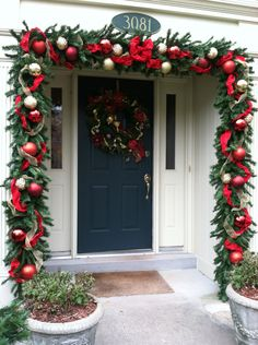 28 Christmas DIY Decorations Easy and Cheap 15 – The Best DIY Outdoor Christmas Decor Front Door Christmas Decorations, Christmas Entryway, Christmas Front Doors, Christmas Swags, Christmas Home, Christmas Lights, Christmas Holidays, Holiday Decor, Burlap Christmas
