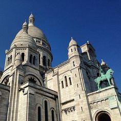 Bon weekend depuis Paris, splendide sous ce ciel bleu. Have a nice weekend from Paris, stunning under this blue sky.