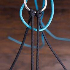Anleitungen um aus Paracord Hundezubehör (Leinen, Halsbänder...), Pferdezubehör (Zügel, Stricke und mehr) und andere tolle Sachen herzustellen.