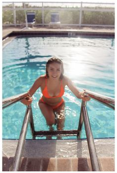 Swimming Pool Photography, Swimming Pool Pictures, Beach Photography Poses, Summer Photography, Summer Instagram Pictures, Summer Pictures, Beach Pictures, Pool Poses, Beach Poses
