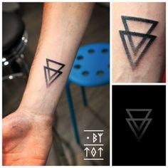 DOT BY TOT - Little minimalist geometric tattoo for Nicolas....