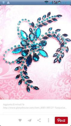 Beautiful crystal work Plus Pearl Embroidery, Tambour Embroidery, Embroidery Stitches, Hand Embroidery Designs, Embroidery Patterns, Tambour Beading, Bordados E Cia, Rhinestone Appliques, Crystals