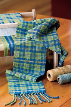 What's the difference between #tartan & #plaid? Or is there one? Find out, and get the pattern for this cute #rigidheddle scarf!