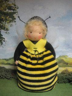 Jahreszeitentisch - Biene Honigbiene f.d. Waldorf - Jahreszeitentisch - ein Designerstück von Blumenkinder-Unikate bei DaWanda