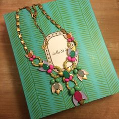 Stella & Dot Tropicana Necklace Never worn! Stella & Dot Jewelry Necklaces