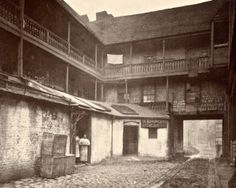White Hart Inn yard, Southwark, This photograph was commissioned by the Society for Photographing Relics of Old London to form part of. Victorian London, Victorian Life, Vintage London, Victorian History, Victorian Village, Old Pictures, Old Photos, Vintage Photos, Amazing Pictures