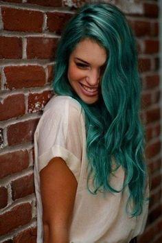 Grüne Haare auf www.gofeminin.de #greenhair #festivalhair #bluehair