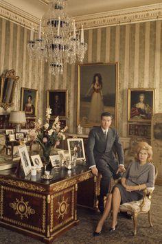 A Duquesa de Alba 18, a mulher com mais títulos na Europa, abre sua obra-prima cheia de Madrid palácio para uma rara visita.