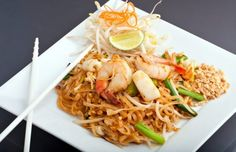 Pad Thai With Chicken and Shrimp: fast 25 minute Thai Recipes, Seafood Recipes, Easy Dinner Recipes, Asian Recipes, Cooking Recipes, Arroz Frito, Chicken And Shrimp Recipes, Asian Cooking, Thai Cooking