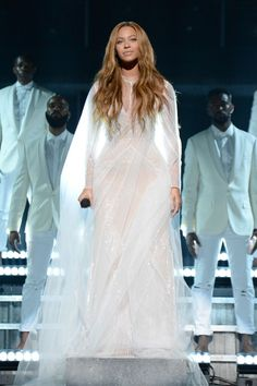 : The Best Dressed Celebrities - Beyonce in Custom Roberto Cavalli Atelier Gown White Gowns, White Dress, Divas, Crystal Gown, Wedding Night Lingerie, Beyonce Style, Evolution Of Fashion, Beyonce Knowles, Red Carpet Fashion