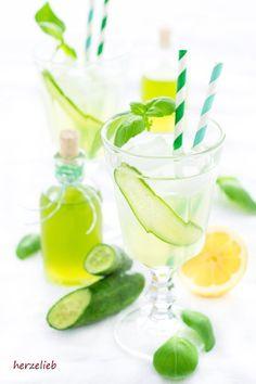 Gurkensirup schmeckt auch lecker im Sekt. Rezept zum Nachmachen!