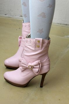 Pink Boots Pink Boots, Purple Shoes, Green Shoes, Kinds Of Shoes, Pink Outfits, Cool Boots, Girls Shoes, Me Too Shoes, Footwear
