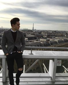Enzo Carini A&F Est.1882 @enzo_carini - Romantic place #paris #toureiffel • Yooying