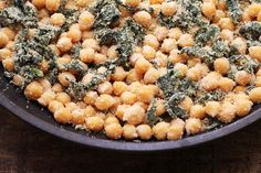 Prepare esse de grão-de-bico, espinafre e uma farofa deliciosa. A receita é muito fácil e você vai unir dois ingredientes ricos em nutrientes.