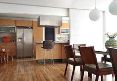 Esta cozinha integrada ao living pode ser fechada com a porta de correr  Casa e Jardim / Arquivo
