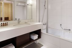 Relax in our Deluxe Bathroom and enjoy the high quality amenities Shine by Sheraton when you stay at the Sheraton Frankfurt Airport Hotel & Conference Center.