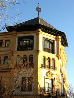 Edifico historicista en Eduardo dato esquina con Fortuny, Chamberí,