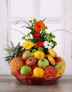 Flower and Fresh Fruit Basket - Don't forget Mother's Day is on the May! Huge range of luxury gourmet hampers and personalised gifts for friends and family living in South Africa. Fruit Plate, Fruit Art, Fruit Flower Basket, Fruits Online, Food Bouquet, Fruit Gifts, Fruit Arrangements, Gourmet Gifts, Food Platters
