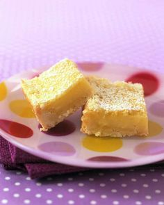 Our Favorite Lemon Bar Recipes  Tangy Lemon Squares Usher in spring with classic tangy lemon squares. With a crisp crust and silky filling, they're lovely with a glass of milk or cup of tea. Ww Desserts, Dessert Recipes, Lemon Desserts, Dessert Bars, Ww Recipes, Cookie Recipes, Healthy Recipes, Lemon Squares Recipe, Squares Recipes