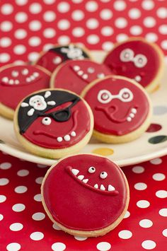 Juliet Stallwood Cakes & Biscuits - Cakes and biscuits for all occasions Biscuit Cake, Biscuit Cookies, Sugar Cookies, Red Nose Day Cakes, Pirate Cookies, English Biscuits, Red Cupcakes, School Cake, Iced Biscuits
