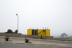 Image 3 of 11 from gallery of Yellow House / Aguilo & Pedraza Arquitectos. Photograph by Nico Saieh