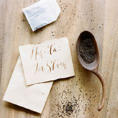 A simple tutorial on how to tea stain paper from organic calligrapher Katie Decker Hyatt of Signora e Mare ____________________________________________ So pretty and easy to do! :D