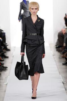 Oscar De La Renta fall/winter 2014 collection – New York fashion week Fashion In, Office Fashion, New York Fashion, Fashion Show, Womens Fashion, Fashion Design, Classic Fashion, Runway Fashion, Modern Suits