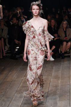 Alexander McQueen Spring 2016 Ready-to-Wear Fashion Show - Aia Busk