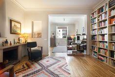 salón piso alto standing en venta sant gervasi Barcelona Apartment, Apartments, Bookcase, Shelves, Home Decor, Flats, Home, Shelving, Shelving Racks