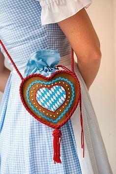 Sie suchen eine fesche Trachtentasche, finden aber keine schöne? Dann nähen Sie doch selbst! Das ist nicht schwer, wir zeigen wie's geht! © Brigitte Sporrer/Knaur