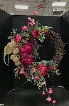 Fuchsia and Burlap Wreath by Andrea – Türkränze basteln – Burlap Wreath Crafts, Diy Wreath, Door Wreaths, Tulle Wreath, Ribbon Wreaths, Easter Wreaths, Holiday Wreaths, Chevron Burlap Wreaths, Floral Wreaths
