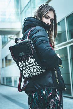 Mochila con motivos étnicos. Trending Topics, Winter Jackets, Fashion, Print Fabrics, Handbags, Sacks, Trends, Women, Winter Coats