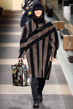 The complete Fendi Fall 2018 Menswear fashion show now on Vogue Runway.