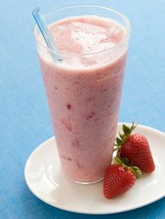 Strawberry Banana & Flax Smoothie medium banana cup frozen unsweetened strawberries 1 cups skim milk or light soy milk 2 tablespoons ground flaxseed DIRECTIONS Blend all until smooth. Breakfast Smoothies, Smoothie Drinks, Fruit Smoothies, Healthy Smoothies, Healthy Drinks, Healthy Snacks, Healthy Fats, Breakfast Recipes, Free Breakfast