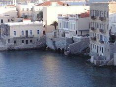 Η συνοικία Βαπόρια στην Ερμούπολη Islands, Greece, Mansions, House Styles, Places, Travel, Home, Greece Country, Viajes