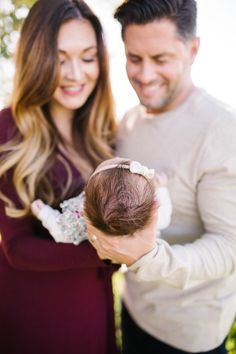 Family pictures, newborn photography, outdoor family photos, fall family photos, christmas card photos