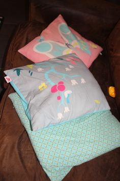 des coussins qui décorent le canapé, made in Lyon