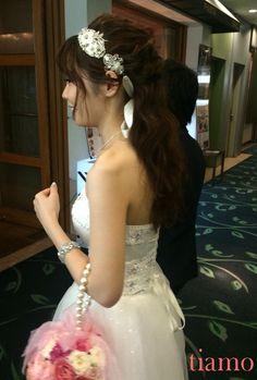 華やかカクテルドレスにチェンジのご新婦様♡ふんわり3スタイル♡ |大人可愛いブライダルヘアメイク『tiamo』の結婚カタログ