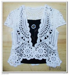 Openwork Bolero free crochet graph pattern / crochet ideas and tips . T-shirt Au Crochet, Cardigan Au Crochet, Beau Crochet, Pull Crochet, Mode Crochet, Crochet Coat, Crochet Buttons, Crochet Shirt, Crochet Jacket