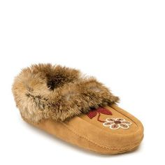 If we had to pick our most iconic family of products, the Metis might just be it. From the careful construction and suede-and-fur exterior to the signature beadwork, our Metis moccasins and mukluks are steeped in tradition. All Fashion, Fashion Brands, Canadian Winter, Global Brands, Signature Collection, Gifts For Wife, Womens Slippers, Traditional Art, Moccasins