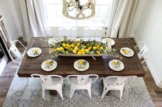 I've rounded up some great farmhouse lemon decor items to incorporate into your home decor. Plus i'm sharing several inspiration pictures of farmhouse lemon decor examples. Dining Room Table, Kitchen Dining, Kitchen Decor, Lemon Kitchen, Sweet Home, Deco Table, Home Interior, Kitchen Remodel, Table Settings