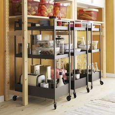 9 Ikea tips to organize the pantry Kitchen organization Ikea Kitchen Organization, Food Storage Organization, Smart Storage, Storage Spaces, Stackable Storage Boxes, Kitchen Jars, Garage Interior, Drawer Dividers, Other Rooms