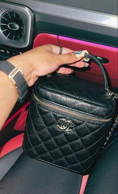Chanel Handbags, My Bags, Louis Vuitton Speedy Bag, Cute Shoes, Girly Things, Louis Vuitton Monogram, Wallet, Purses, Lady