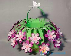 New craft paper flowers diy mothers 39 ideas Preschool Crafts, Easter Crafts, Diy Crafts For Kids, Arts And Crafts, Kids Diy, Paper Crafts Kids, Recycled Paper Crafts, Recycled Magazines, Crafts To Sell